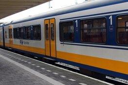 Dronken man valt van perron station Wormerveer: machinist vol in de remmen
