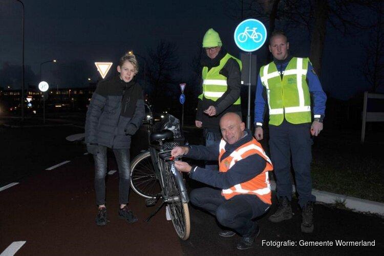 Gemeente Wormerland controleert fietslichten voor Ik val op! campagne