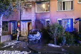 Auto in brand in Jisp: gevaarlijke situatie