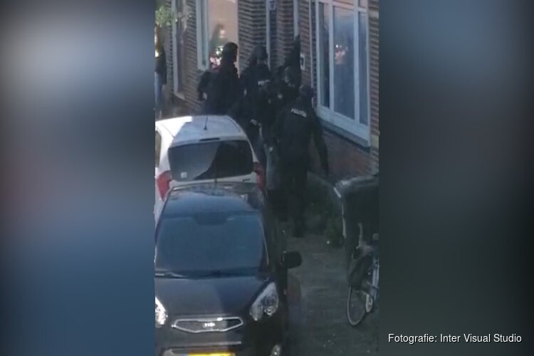 Arrestatieteam doet inval in Wormerveer