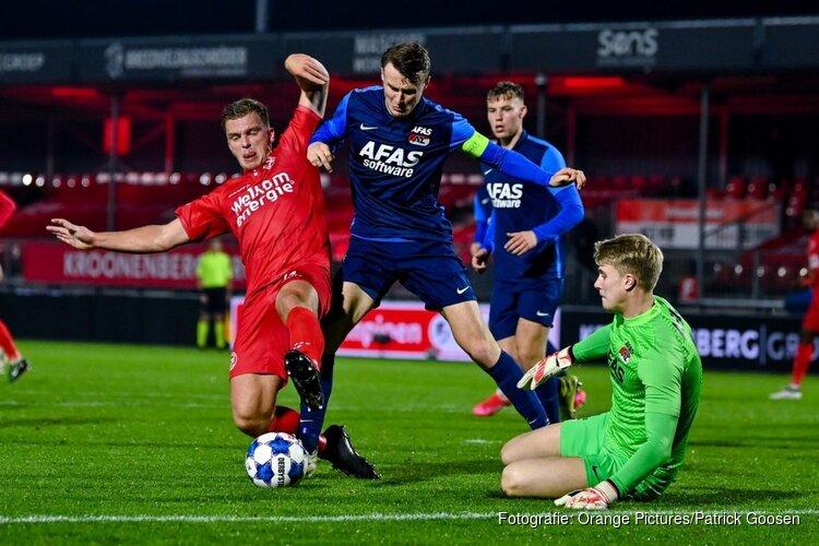 Koploper Almere City FC wint van Jong AZ